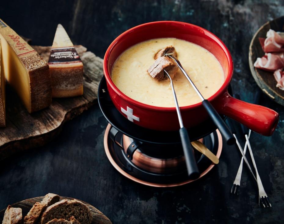 Half-om-half fondue met Le Gruyère AOP en Vacherin Fribourgeois AOP